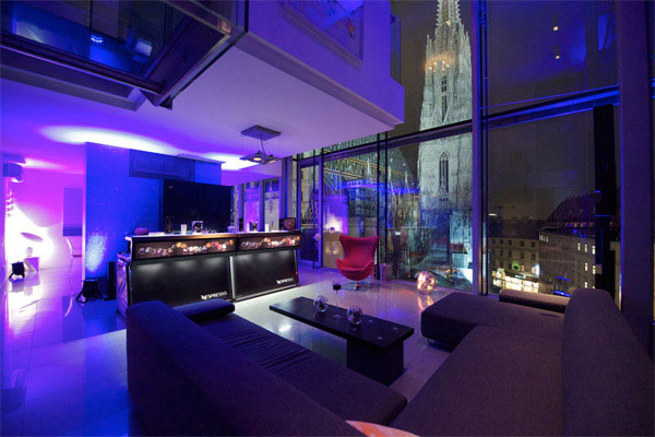 Nespresso bar in a room overlooking Vienna´s cathedral